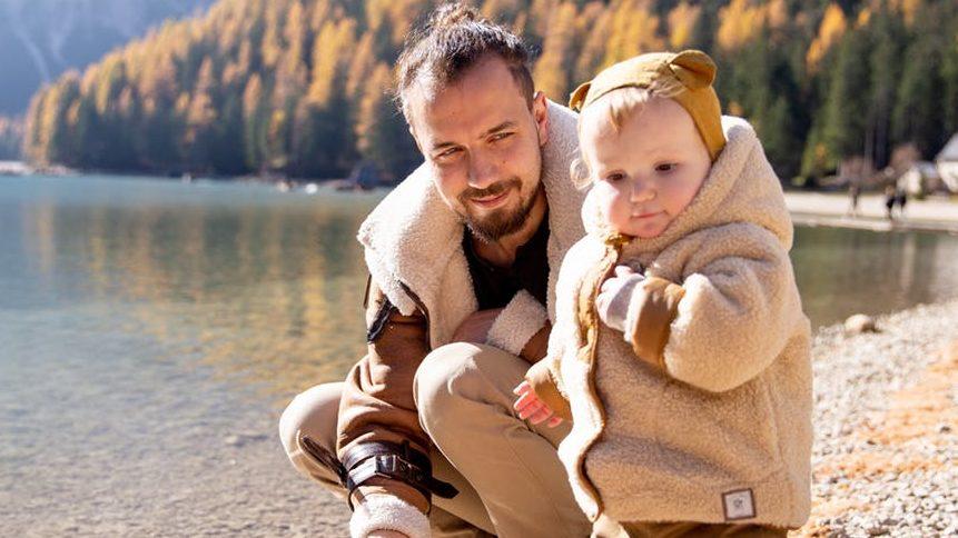 子育てをする父親3