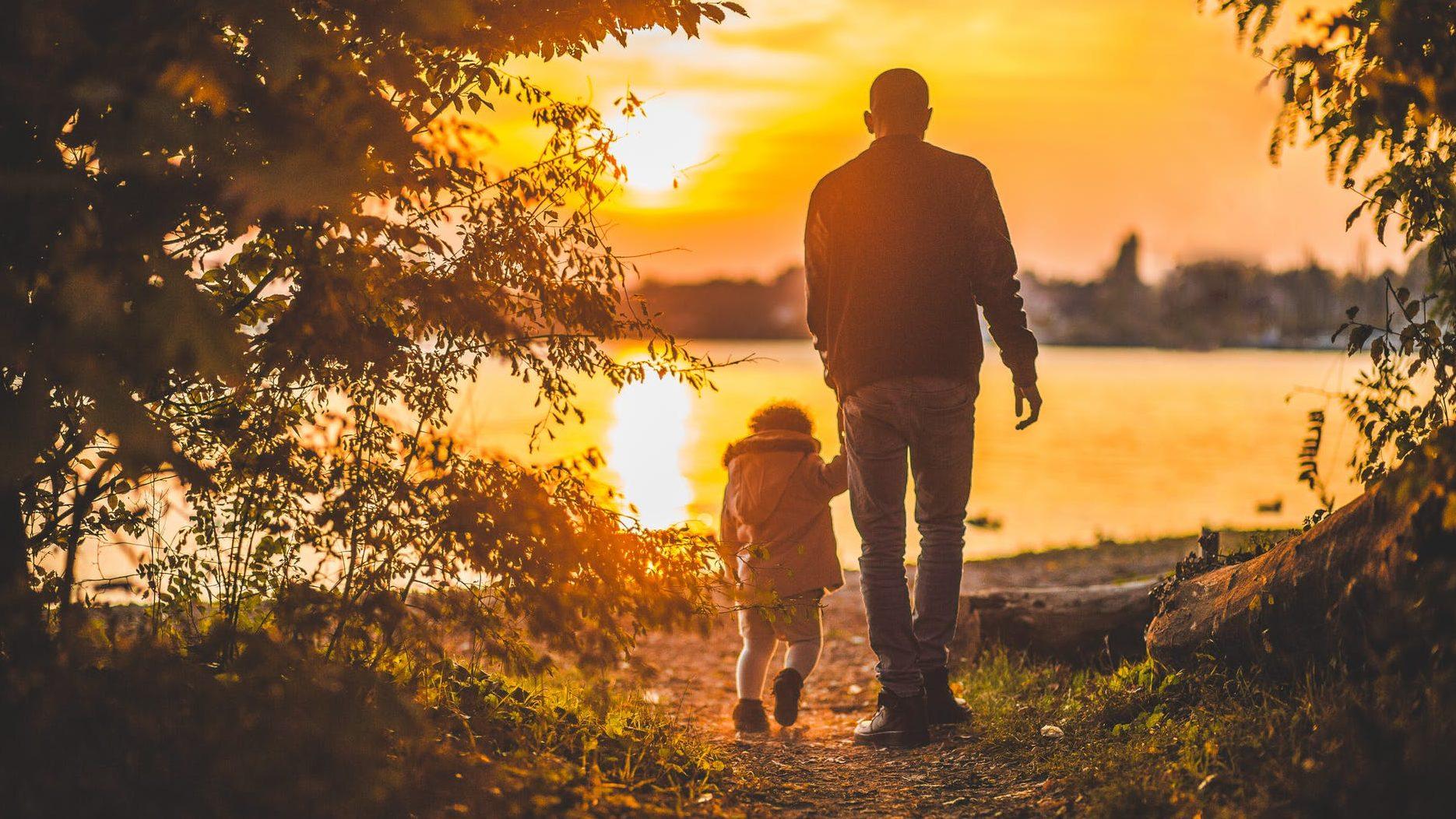 子育てをする父親2
