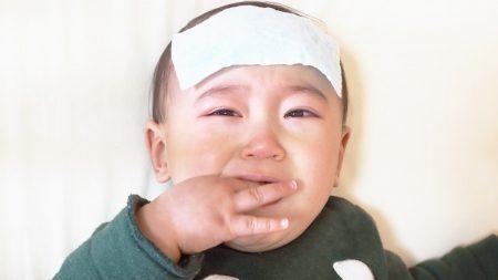 プール熱になって高熱を出した赤ちゃんのイメージ写真