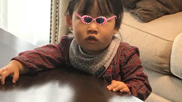 カメラ目線の娘の写真