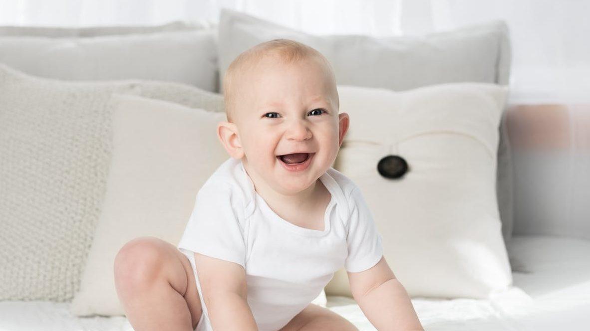 赤ちゃんのおもちゃボール落としのイメージ画像1