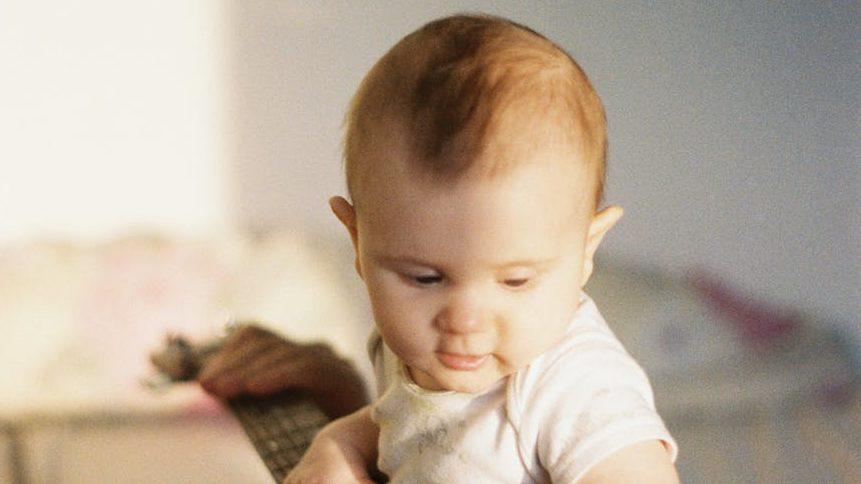 1歳児の遊び食べのイメージ画像6