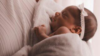 赤ちゃんが髪の毛を抜く、むしる、引っ張るのイメージ画像6
