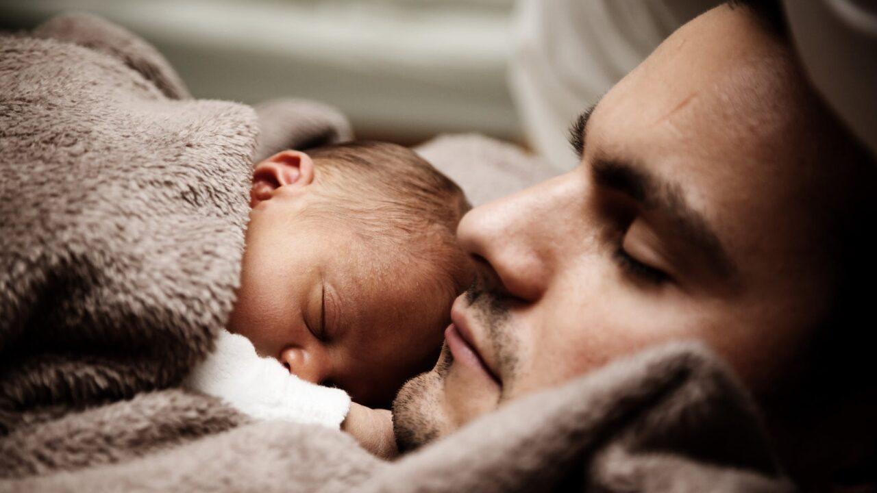 赤ちゃんの寝室って別がいい?寝室・寝床問題についてのイメージ画像1