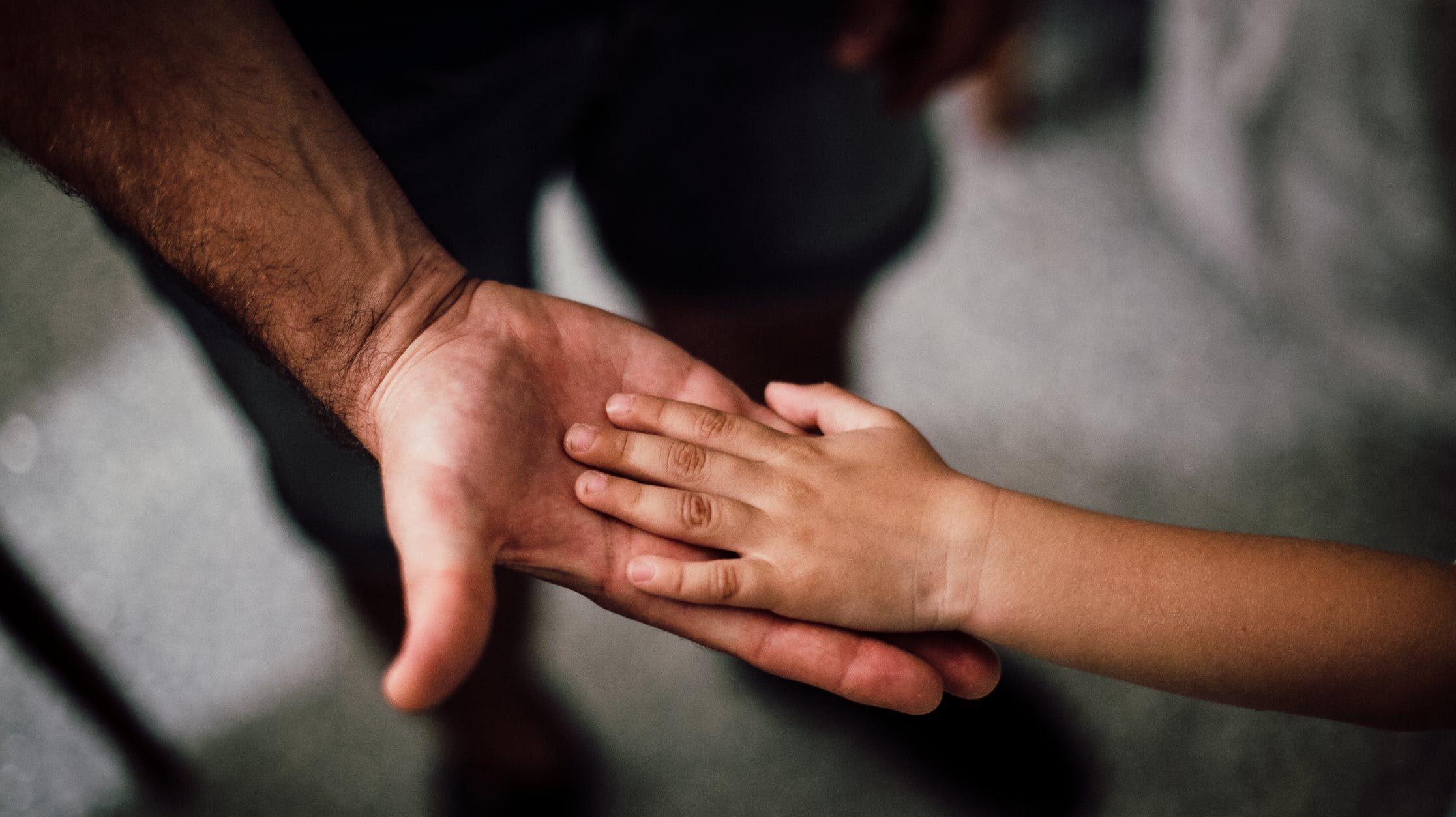 父親になったばかりの夫・旦那が育児ノイローゼに!?なりやすい人や原因、対処法のイメージ画像1