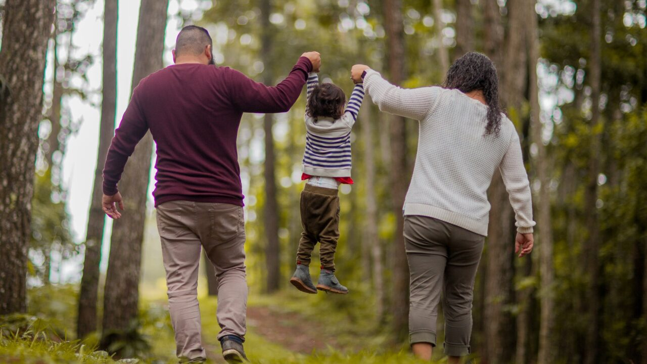 幸せそうな家族が羨ましい!?のイメージ画像1